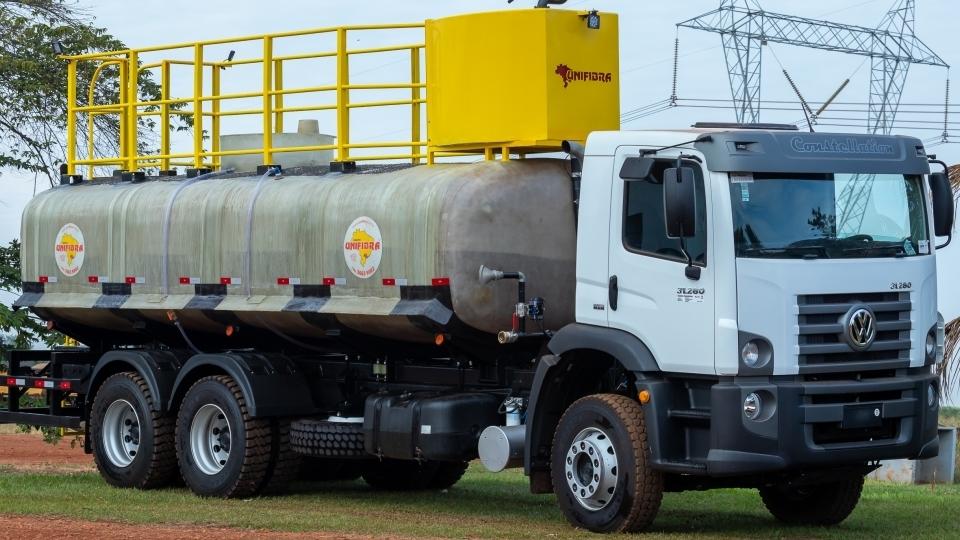 Multitarefas  - O Caminhão Bombeiro / Pipa em Fibra de Vidro da Unifibra